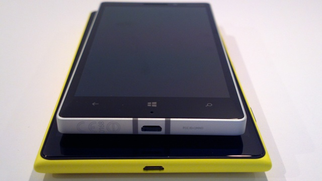 Nokia Lumia 930 en 1520 backs fronts 2.jpg
